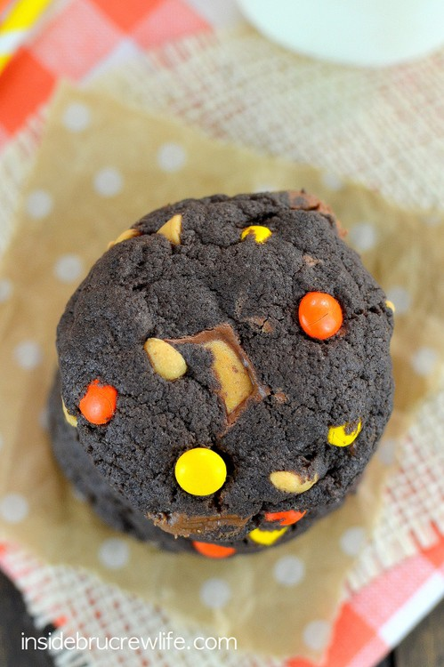 Chocolate Reese's Cookies - three kinds of Reese's inside these easy chocolate cookies makes a delicious cookie treat. Perfect treat for your cookie jar this week. #cookies #cakemixcookies #reeses #peanutbuttercups