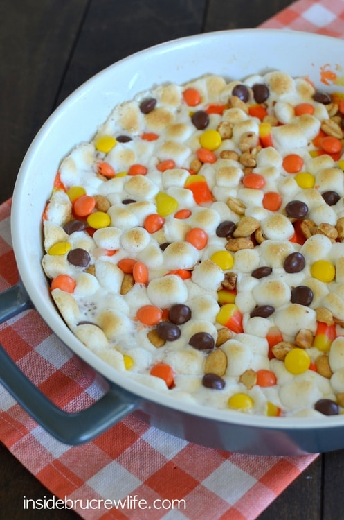 Peanut Butter Candy Corn Pizza - one big giant dessert pizza topped with gooey marshmallows, peanuts, and candy makes a fun fall dessert! #cookie #fall #cookiepizza #peanutbutter #candycorn #dessertpizza #easy #recipe