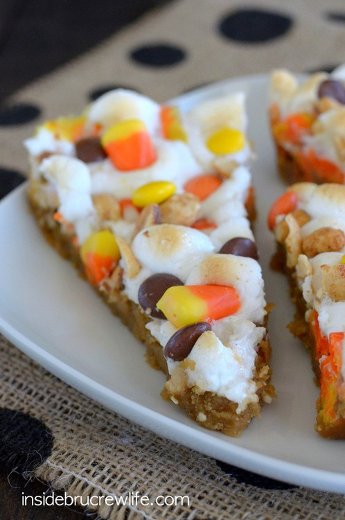 Peanut Butter Candy Corn Pizza - gooey marshmallows, peanuts, and candy add a fun flair to this easy dessert pizza. #cookie #fall #cookiepizza #peanutbutter #candycorn #dessertpizza #easy #recipe