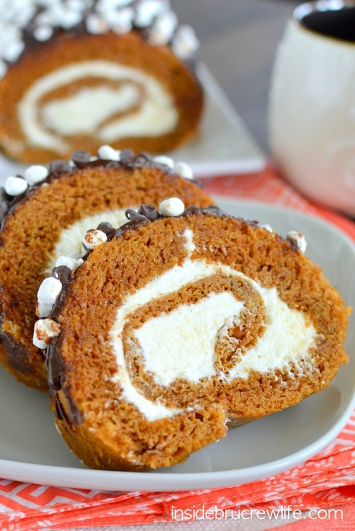 S'mores Pumpkin Roll - a marshmallow frosting and chocolate drizzles give a delicious s'mores twist to the classic pumpkin roll. Easy recipe to make this fall. #pumpkin #cakeroll #fall #smores #thanksgiving