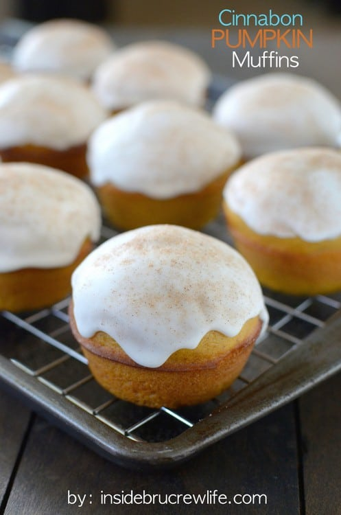 Cinnabon Pumpkin Muffins - these soft pumpkin muffins have a secret ingredient that makes them so soft and fluffy. You will not stop at one! Great fall breakfast recipe! #pumpkin #cinnabon #breakfast #muffins #fall #coffeecreamer