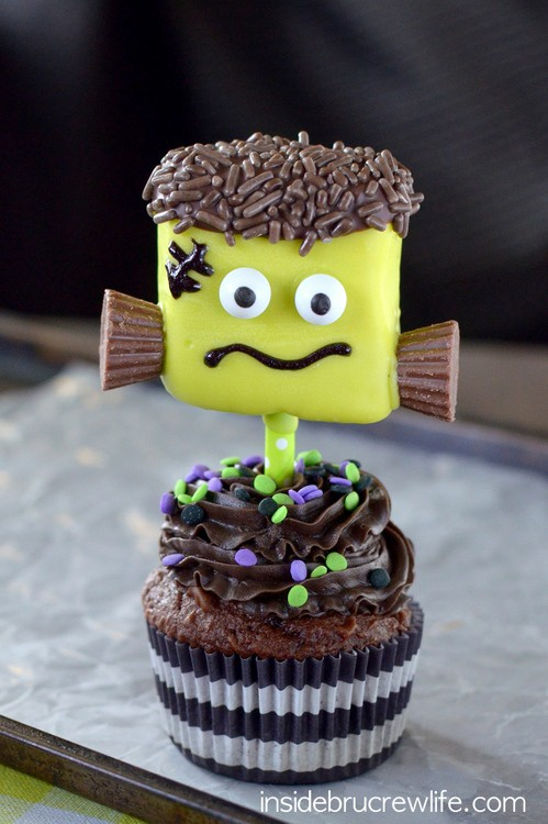 Green marshmallows, mini Reese's, and googly eyes make fun Frankenstein marshmallows for Halloween.