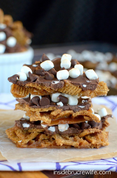 This easy toffee bark gets a fun s'mores twist from the Golden Grahams ...
