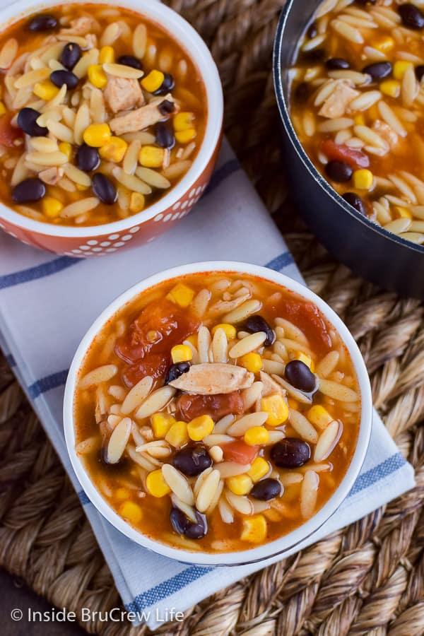 Easy Chicken Enchilada Soup - this comfort food dinner can be ready in under 20 minutes. Make this easy soup recipe for dinner on busy nights. #dinner #soup #chickenenchilada #chicken #comfortfood