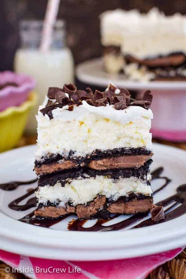 Coconut Oreo Icebox Cake - layers of Oreo cookies and no bake coconut cheesecake make this icebox cake so easy to make for dessert. Make this easy recipe for summer parties and picnics. #iceboxcake #coconut #Oreo #nobake