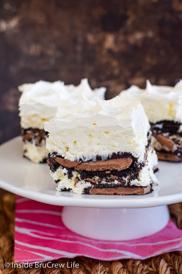 Coconut Oreo Icebox Cake - no bake coconut cheesecake and Oreo cookies makes this icebox cake taste amazing. Make this easy recipe for summer picnics or parties! #iceboxcake #coconut #Oreo #nobake