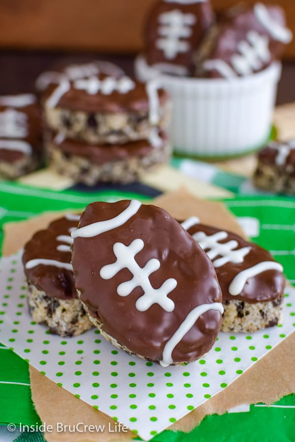 Mint Cookies and Cream Football Rice Krispie Treats - adding a mint cookies and cream flavor to these easy Rice Krispies and cutting them into footballs makes them perfect for game day parties! #ricekrispietreats #nobake #gamedaydesserts #cookiesandcream #football