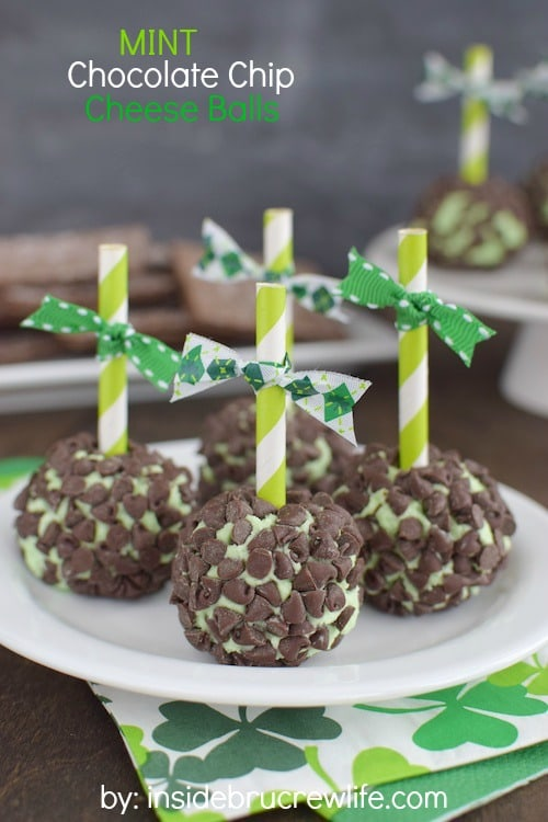 Mini food is always so much more fun to eat. Serve these mini mint chocolate cheese balls with chocolate grahams at any party, and they will disappear.
