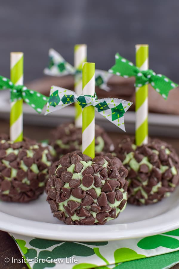 Mint Chocolate Chip Cheese Balls - adding a straw to these mini cheese balls is a fun and cute way to serve this easy no bake dessert. Great recipe to make ahead of time.