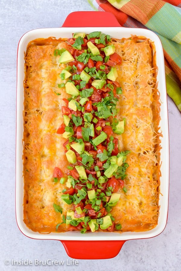 Easy Mexican Chicken Tater Tot Casserole - chicken and spicy tomatoes adds a delicious Mexican twist to tater tot casserole. Easy recipe to make for busy nights! #dinner #tatertotcasserole #mexicanchicken #tatertots #comfortfood #easyrecipe