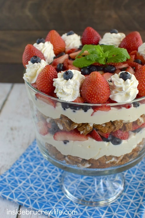 Layers of fresh berries, cheesecake, and oatmeal creme pie cookies make this an impressive no-bake dessert trifle. Perfect for picnics and barbecues!