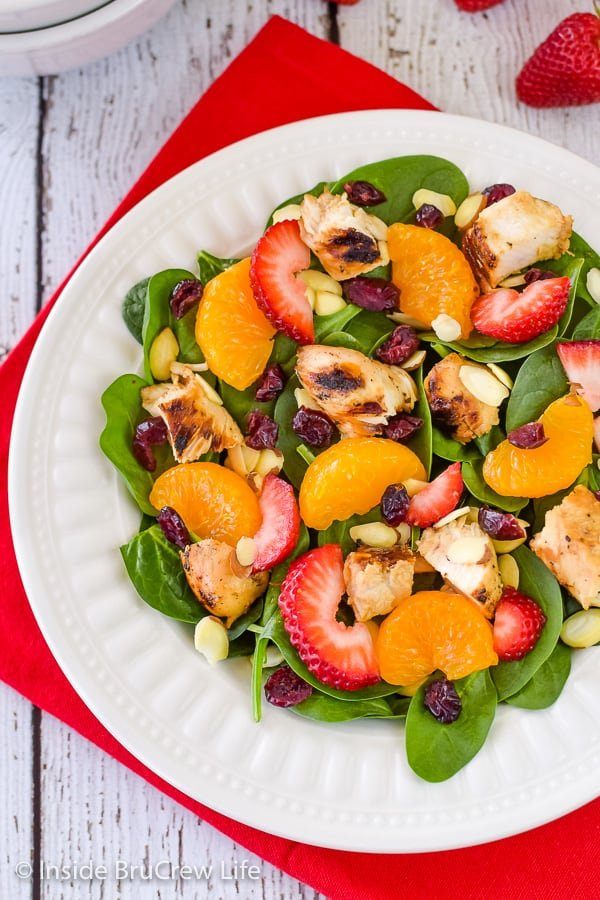 Strawberry Orange Spinach Salad - this easy summer salad is loaded with nuts, fruits, and cheese. Great recipe to enjoy during the hot summer months! #salad #strawberry #spinach #healthy #grilledchicken