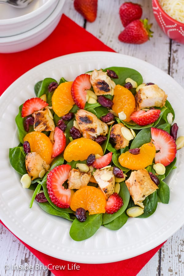 Strawberry Orange Spinach Salad - fresh fruits, nuts, and cheese make this spinach salad taste amazing! Try this easy recipe for summer dinners! #salad #strawberry #spinach #healthy #grilledchicken