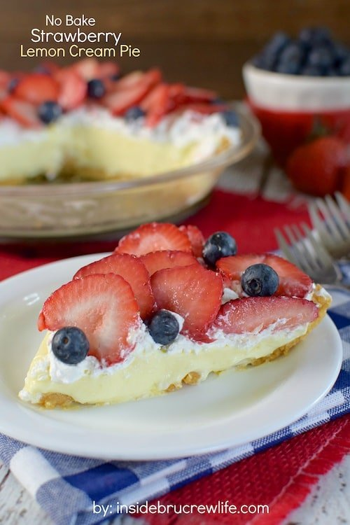 No Bake Strawberry Lemon Cream Pie - layers of cookie crust, lemon cream, and fresh strawberries make a delicious pie for any picnic or barbecue