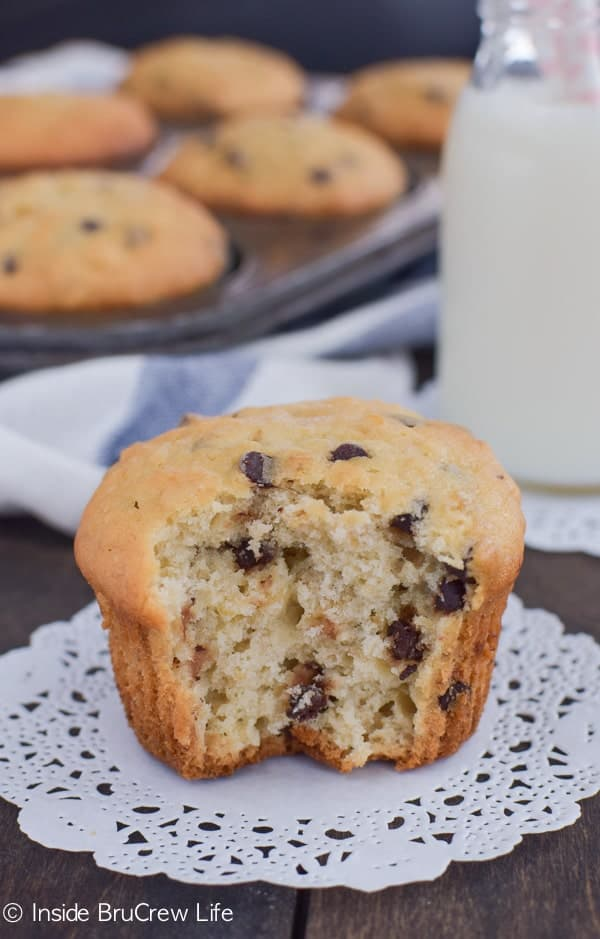 These easy banana muffins are loaded with oats and chocolate chips. Perfect muffin to enjoy with coffee or milk!