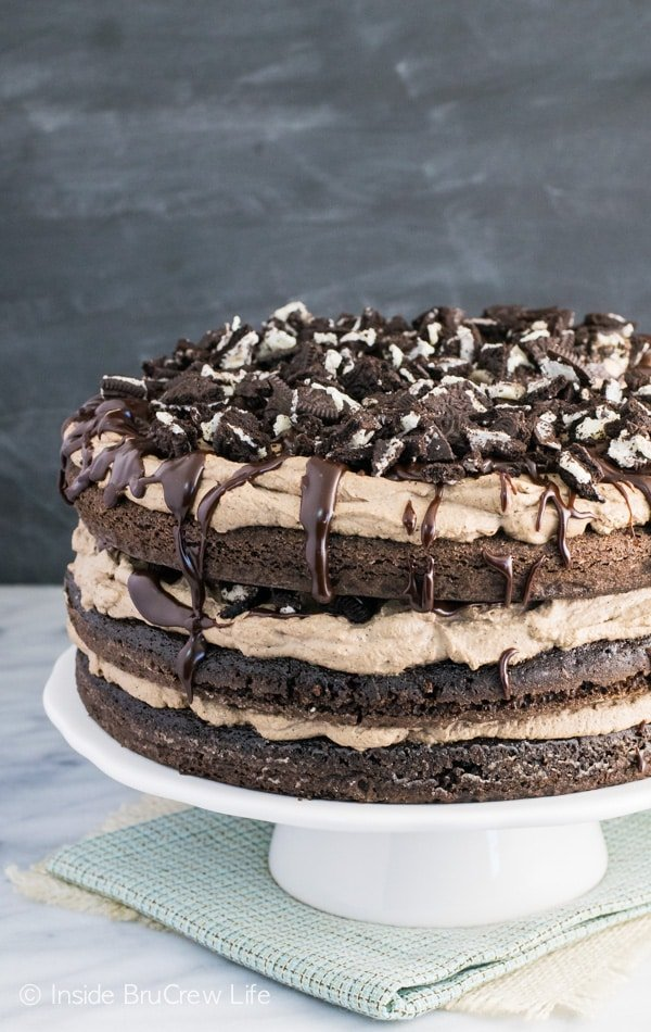 A side picture of the full mississippi mudslide cake topped with oreos and fudge