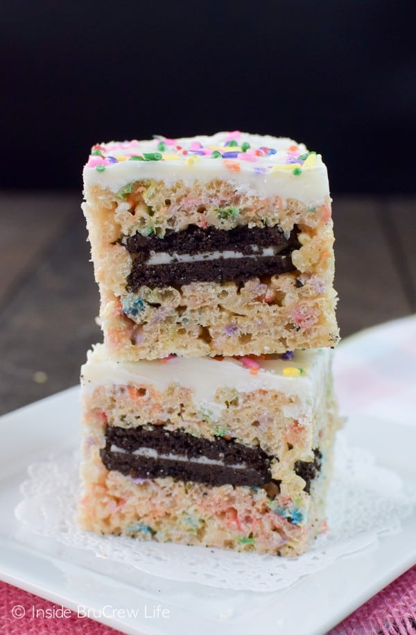 Oreos and sprinkles get stuffed into these fun rice krispie treats.