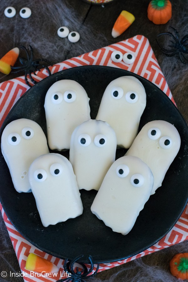 White chocolate, cookies, and googly eyes makes the easiest ghost cookies!
