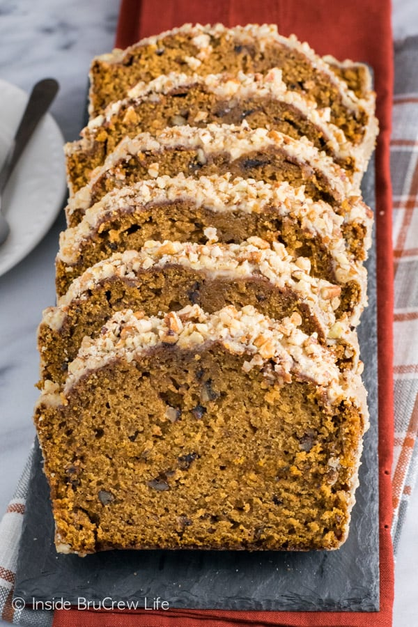Pumpkin Pecan Bread - this easy pumpkin bread is loaded with pecans and topped with a sweet praline glaze. Make this easy recipe for breakfast this fall.