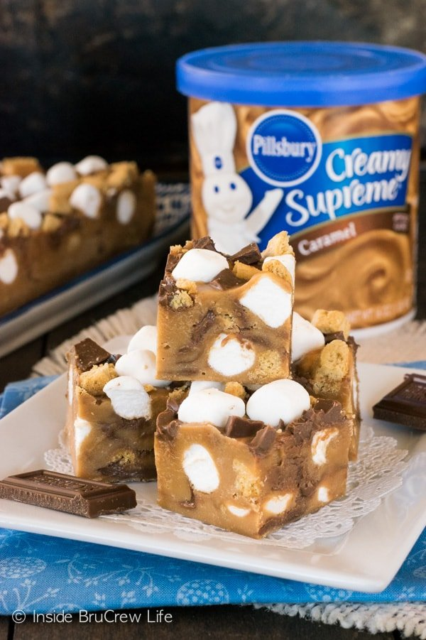 Using caramel frosting to make a quick and easy fudge is perfect for the busy holidays. Adding a s'mores twist is a fun way to keep summer flavors alive!