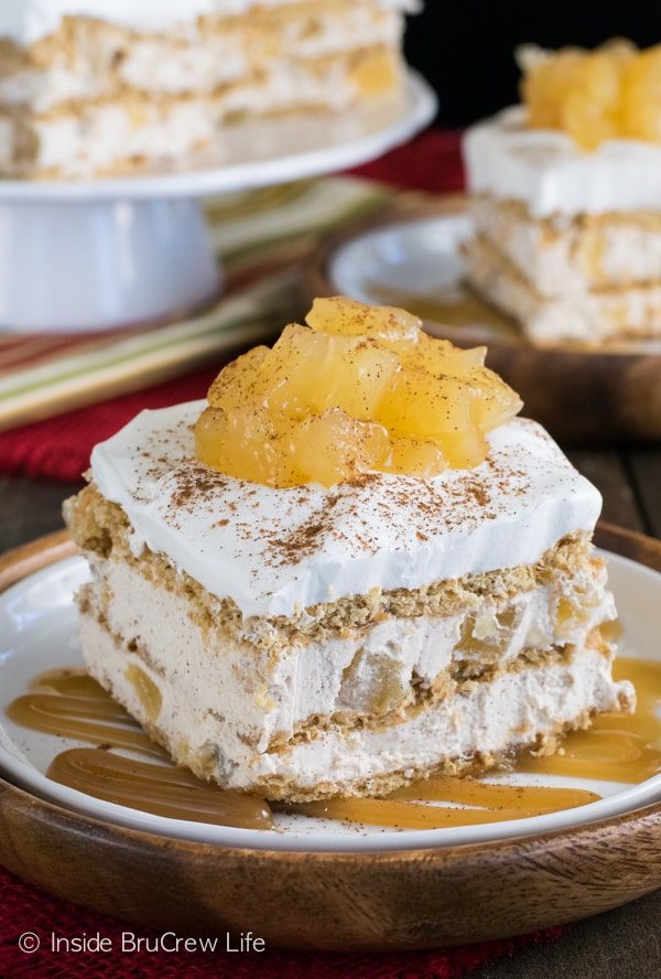 Cinnamon Apple Icebox Cake - layers of cinnamon cheesecake, apple pie filling, and graham crackers makes the best no bake no bake dessert. Make this easy recipe for fall parties! #nobake #iceboxcake #apple #cinnamon #applepiefilling #fall #dessert