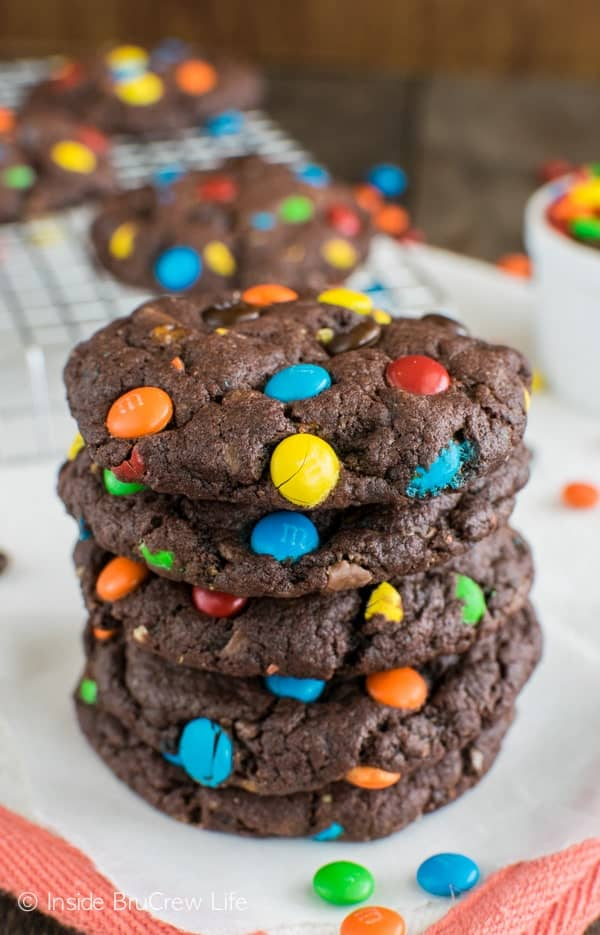 Chocolate Candy Cookies recipe - these easy chocolate cookies are loaded with Butterfingers and M&M's candies. Great dessert!