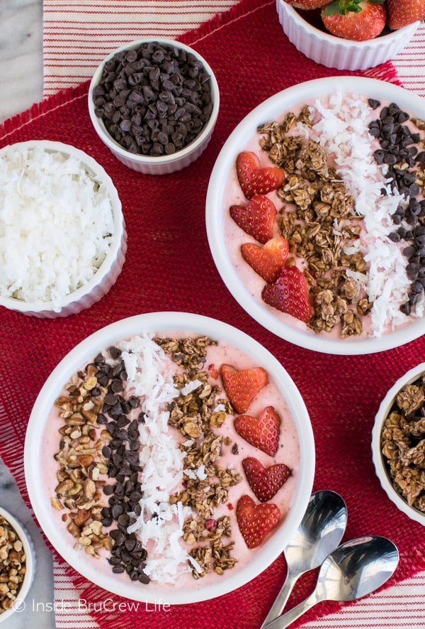 Strawberry Coconut Smoothie Bowl - berries, nuts, coconut, and granola add a fun crunch to this easy breakfast recipe