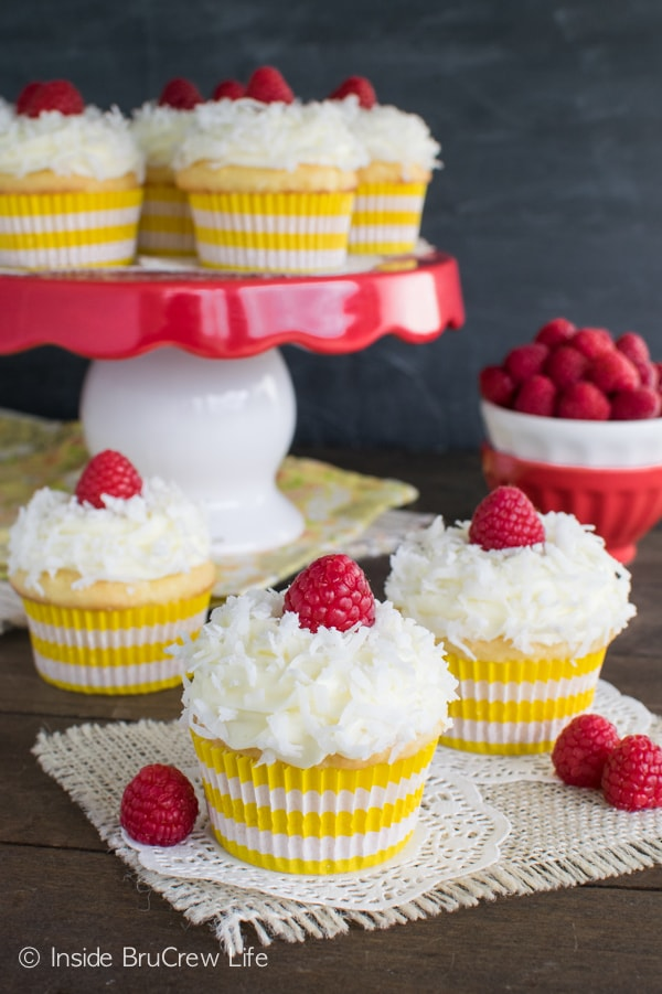 Lemon pie filling & coconut pair together so well in these Lemon Coconut Cupcakes. Great spring dessert!