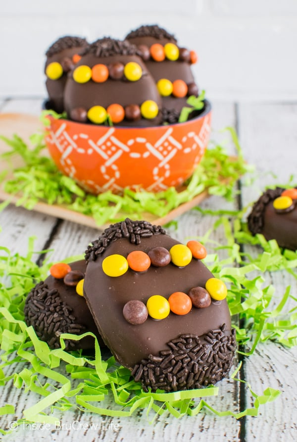 Reese's Cream Eggs - these fun peanut butter eggs are made with Reese's spread and dipped in chocolate. Easy recipe to make for Easter baskets! #easter #peanutbuttereggs #Reeses #easterbasket