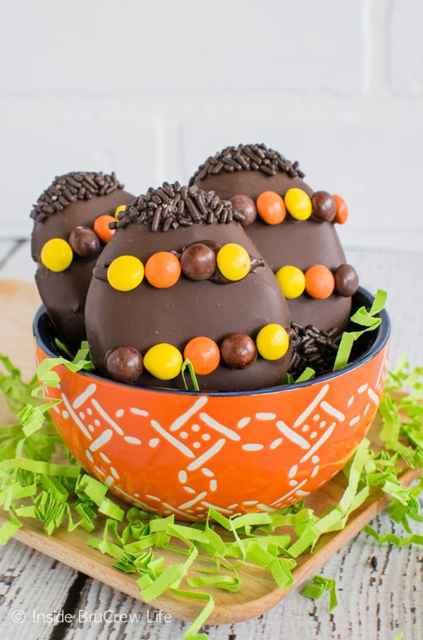 Reese's Cream Eggs - these homemade peanut butter eggs are a fun treat to make for Easter baskets! #easter #peanutbuttereggs #Reeses #easterbasket