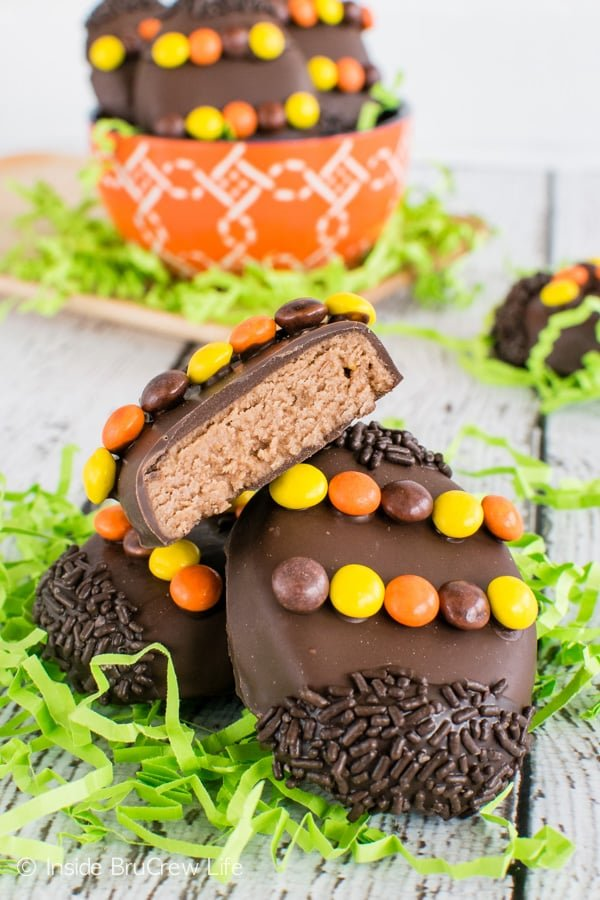 Reese's Cream Eggs - these chocolate covered peanut butter eggs made with two kinds of Reese's are a fun treat to fill your Easter baskets with this year. Great recipe for peanut butter lovers! #easter #peanutbuttereggs #Reeses #easterbasket