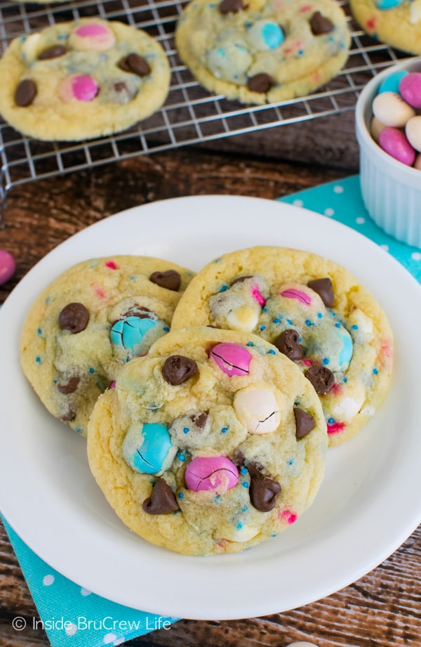 Vanilla Pudding Cookies - these soft cookies are full of chocolate chips, candy, and sprinkles. Easy dessert recipe.