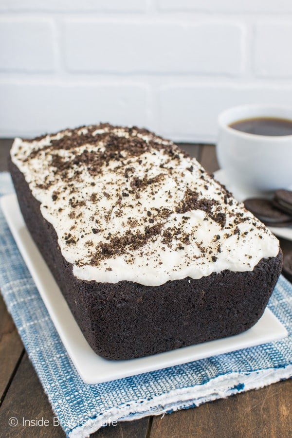Frosting and cookies make this Chocolate Cookies & Cream Banana Bread an awesome breakfast or afternoon snack.