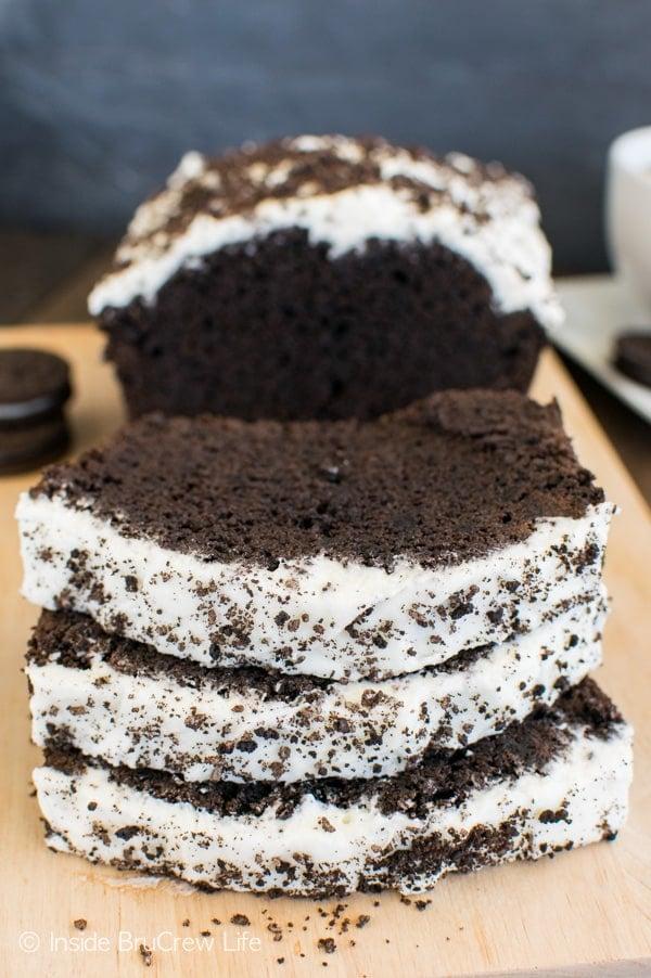Chocolate Cookies & Cream Banana Bread - add frosting and cookies to your chocolate banana bread & watch it disappear.