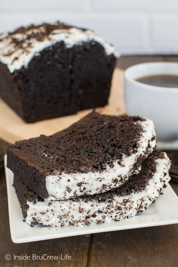 Chocolate Cookies and Cream Banana Bread - chocolate banana bread loaded with cookie chunks and frosting. Great breakfast recipe.