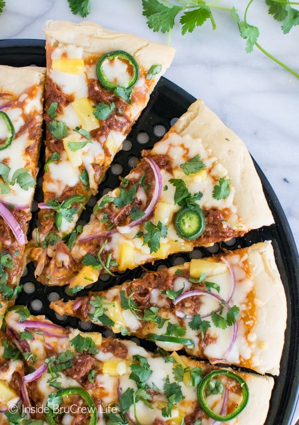 BBQ Pork Pineapple Pizza - this sweet and spicy grilled pizza is a great summer dinner recipe!