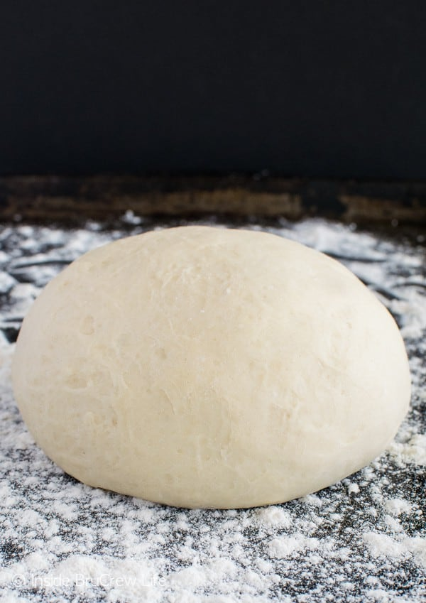 Homemade Pizza Dough - this easy dough is great for pizza, breadsticks, or calzones. Awesome dinner recipe!