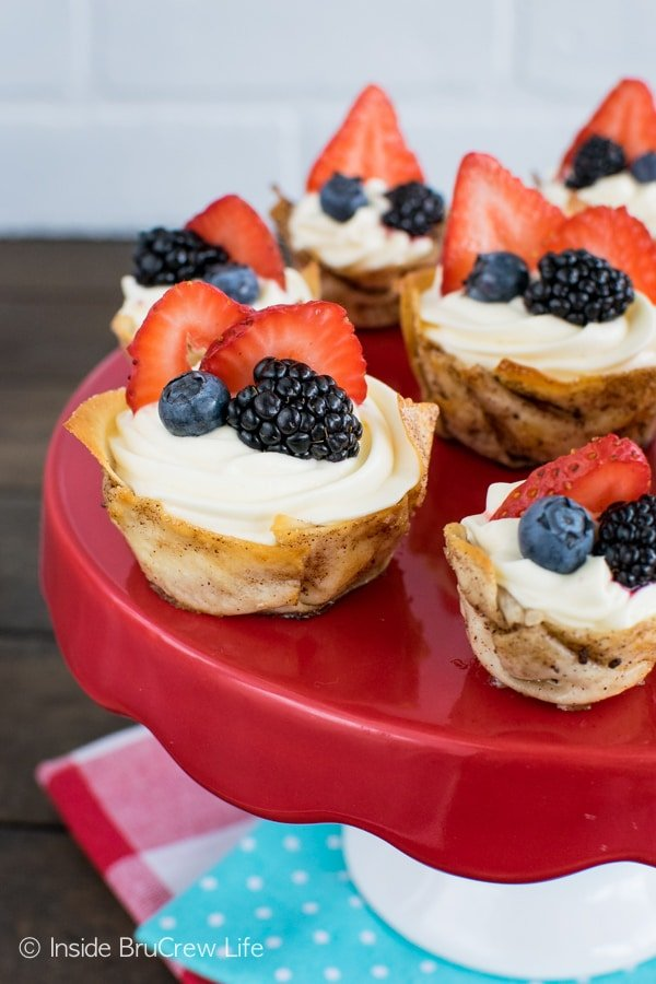 Lemon cheesecake and fresh berries make these Lemon Mousse Dessert Cups perfect for summer!