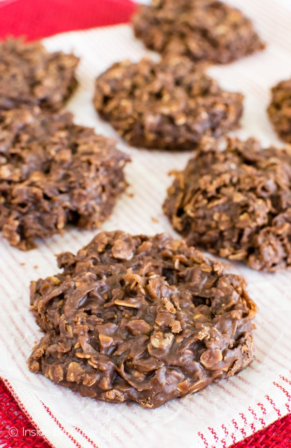 These easy Nutella No Bake Cookies are loaded with shredded coconut, oats, and hazelnut spread. Awesome no bake dessert recipe!