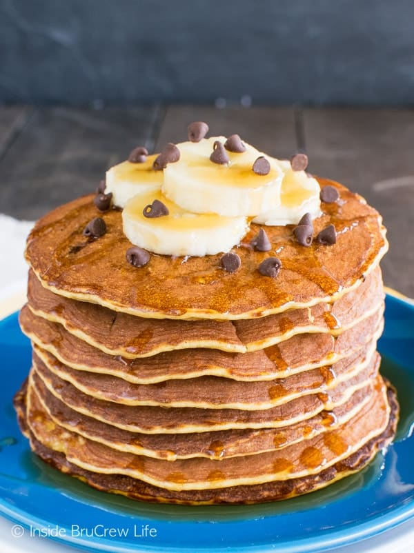 Skinny Peanut Butter Banana Pancakes - easy banana pancakes with a peanut butter twist. Healthy breakfast recipe.