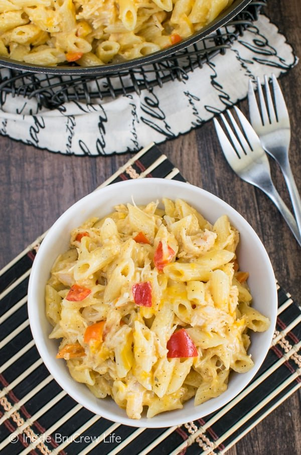 Cheesy Chicken Pasta - this easy skillet meal is full of cheesy pasta.  Make this easy recipe for busy nights and watch it disappear. #pasta #skillet #30minutemeal #chicken #cheese #dinner #recipe
