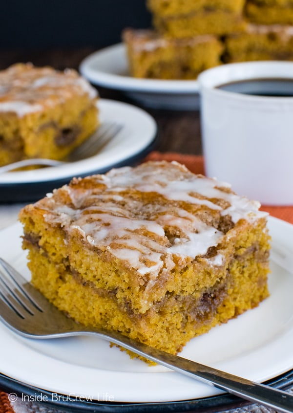 Cinnamon Roll Pumpkin Cake - swirls of cinnamon sugar make this soft cake a delicious coffee cake recipe for fall