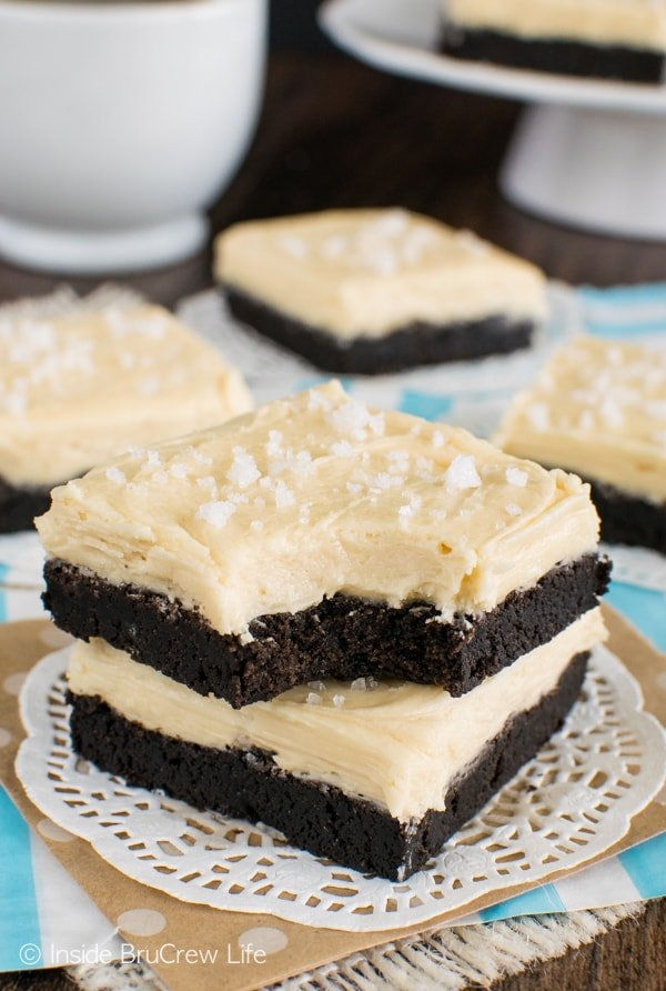 Salted Caramel Chocolate Sugar Cookie Bars - these easy chocolate cookie bars are baked and frosted in one pan! Easy dessert recipe!!!