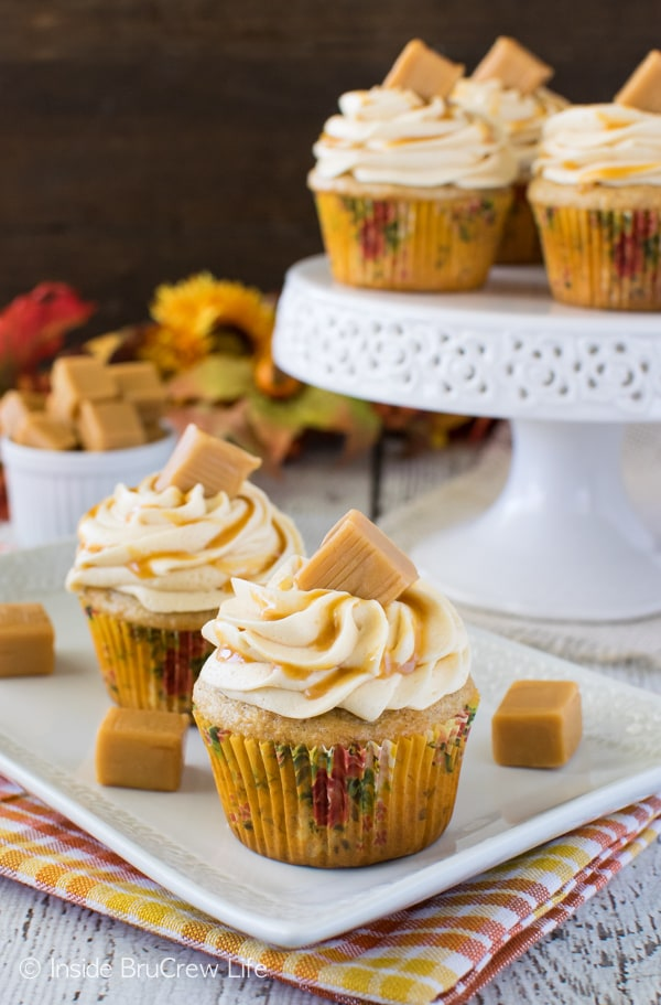 Banana Caramel Cupcakes - easy banana cupcakes with caramel frosting and candies. Great dessert recipe!