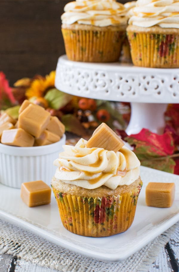 Banana Caramel Cupcakes - easy banana cupcakes with caramel frosting, drizzles, and candy. Great dessert recipe!