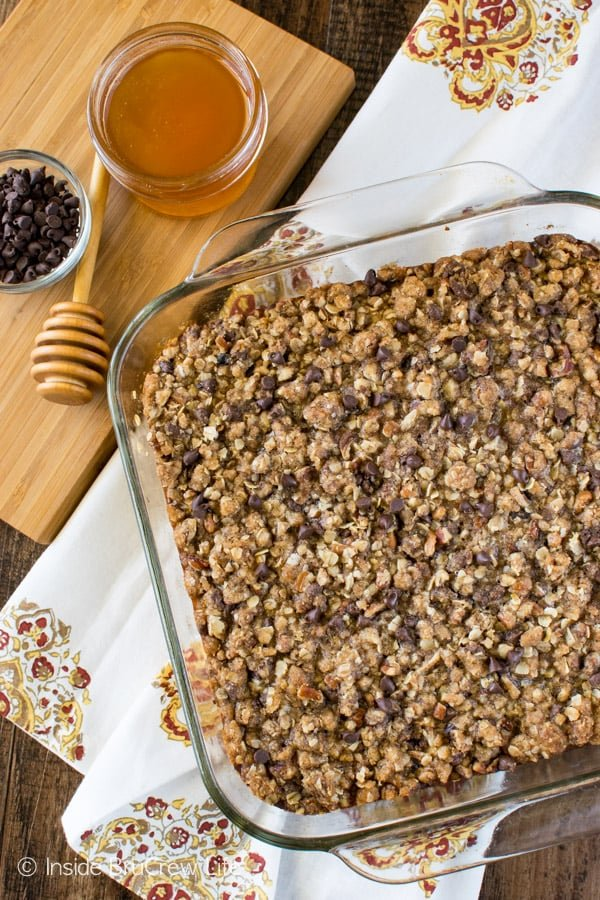 Chocolate Chip Banana Streusel Baked Oatmeal - easy breakfast recipe that is loaded with banana, oats, and chocolate!