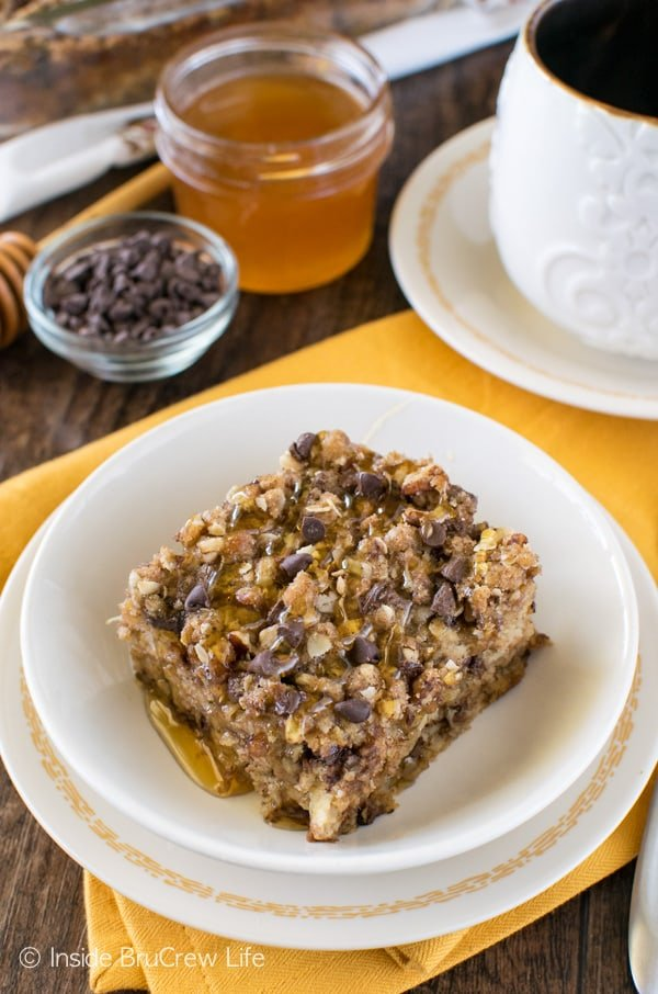 Chocolate Chip Banana Streusel Baked Oatmeal - easy breakfast recipe that tastes great when drizzled with milk and honey!