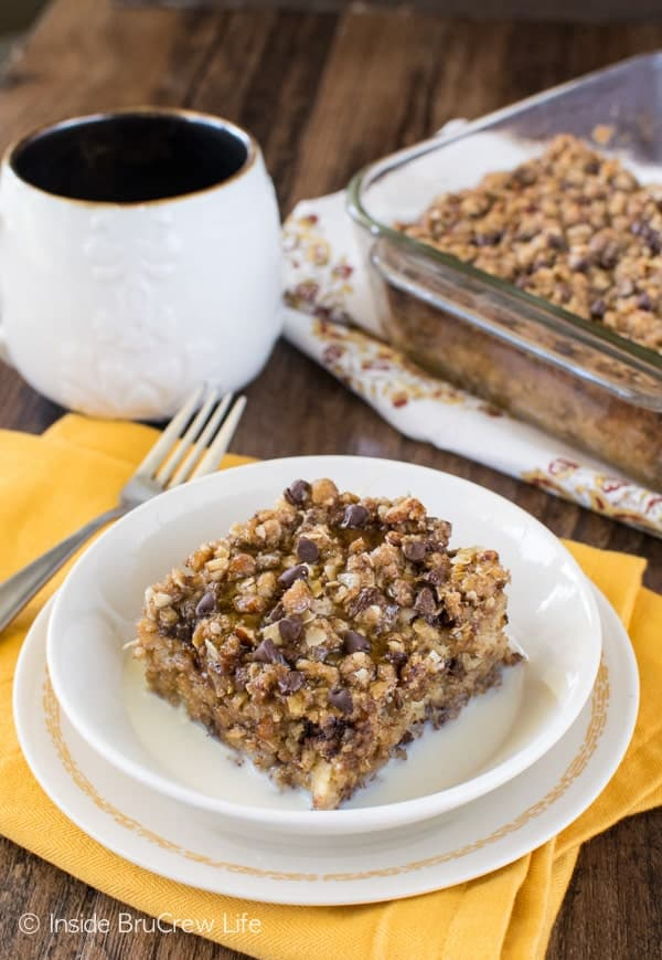Chocolate Chip Banana Streusel Baked Oatmeal - bananas, oats, & chocolate make a delicious breakfast. Add some honey and milk for an awesome recipe combo!