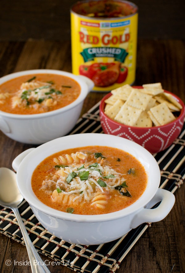 Creamy Italian Tomato Soup - this easy tomato soup is loaded with meat, pasta, and cheese. Great recipe for dinner on a cool night!