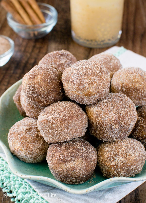 Cinnamon sugar and butter give these Cinnamon Sugar Apple Donut Holes a delicious crunchy coating! Awesome fall breakfast recipe!